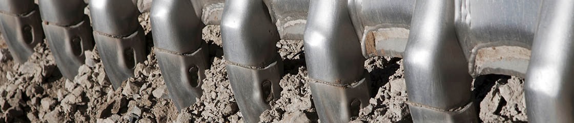 Loader bucket's teeth on the ground