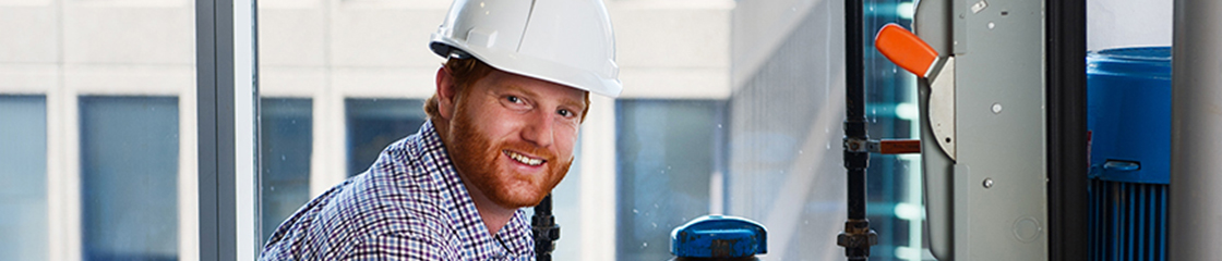 Image of a Hydro Ottawa engineer at a commercial site