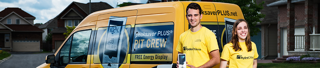 peaksaverPLUS Pit Crew team members standing in front of Pit Crew van